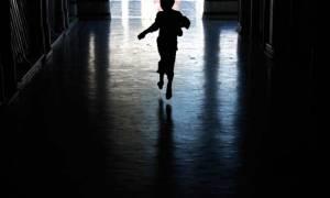 Ραγδαίες εξελίξεις στην υπόθεση κακοποίησης του δίχρονου παιδιού στη Λαμία
