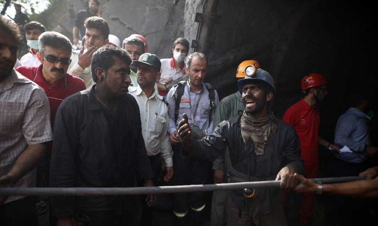 Συγκλονιστικές εικόνες στο Ιράν: 35 νεκροί και δεκάδες τραυματίες από έκρηξη σε ορυχείο (Vid)