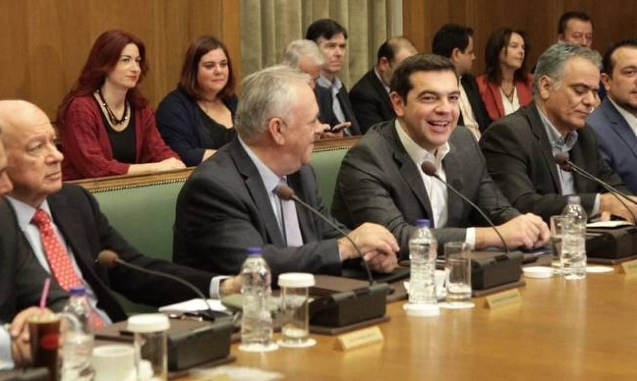 Σε εξέλιξη το Υπουργικό Συμβούλιο υπό τον Τσίπρα - «Μασάζ» για τα νέα μέτρα