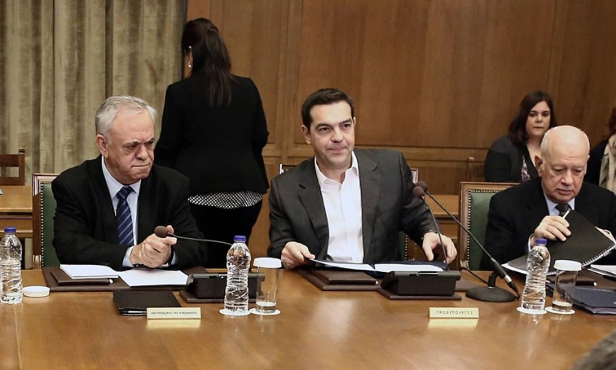 Υπουργικό Συμβούλιο: Έγινε ξανά «εχθρός» των δανειστών και προανήγγειλε ανασχηματισμό ο Τσίπρας