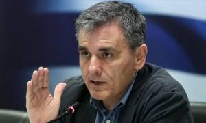 Τσακαλώτος προς Μητσοτάκη: Όποιος φιλοδοξεί να κυβερνήσει, πρέπει να ξέρει από οικονομία