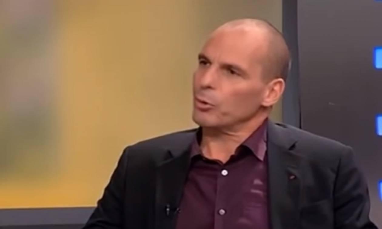 Καβγάς Βαρουφάκη με δημοσιογράφο της ΕΡΤ: «Αν δεν ήμουν εγώ δεν θα ήσουν εδώ» (vid)