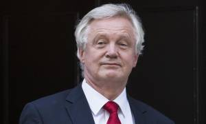 Βρετανία: Για bullying κατηγορεί την ΕΕ ο υπουργός αρμόδιος για το Brexit