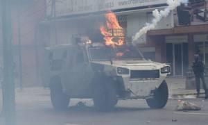 Βίντεο-σοκ από τη Βενεζουέλα: Τεθωρακισμένο άρμα περνά πάνω από τα κορμιά διαδηλωτών