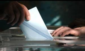 Δημοσκόπηση: Καταποντίζεται η κυβέρνηση - Καταλληλότερος για πρωθυπουργός ο Μητσοτάκης