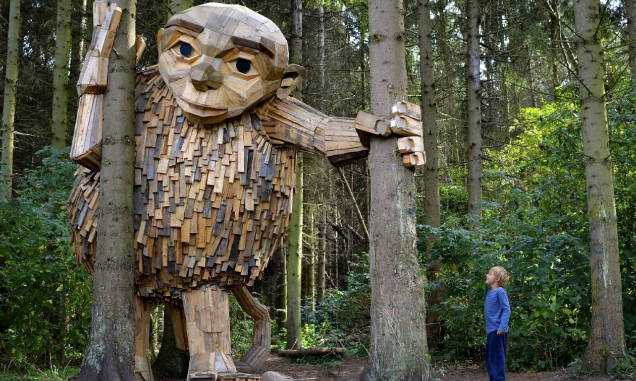 Viral: Το μυστήριο των ξύλινων γιγάντων στα δάση της Κοπεγχάγης (Pics)
