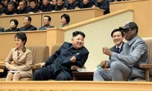 Ο Ντένις Ρόντμαν στο πλευρό του Κιμ Γιονγκ Ουν: Δεν θέλει να βομβαρδίσει κανέναν! (pics+vid)