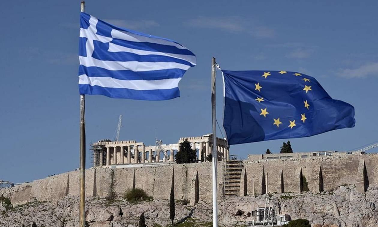 FAZ: Η Ελλάδα όχι μόνο δεν πληρώνει για το χρέος της αλλά κερδίζει από αυτό