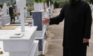 Απίστευτο: Παπάς δεν έθαβε 60χρονο, επειδή «κρατούσε» τον τάφο για τα πεθερικά του!