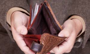 Νέο σοκ για τους χαμηλοσυνταξιούχους: Μειώσεις μέχρι 120 ευρώ για όσους λαμβάνουν 600-700 ευρώ!