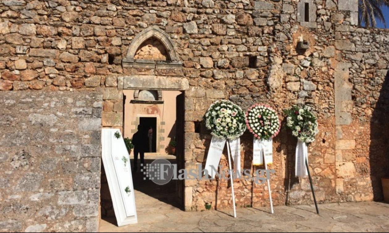 Χανιά: Θρήνος στην κηδεία της Μαίρης Τσώνη (pics)