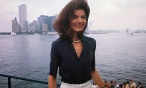 Στο «σφυρί» το ρολόι χειρός της Τζάκι Κένεντι κι ένας πίνακάς της