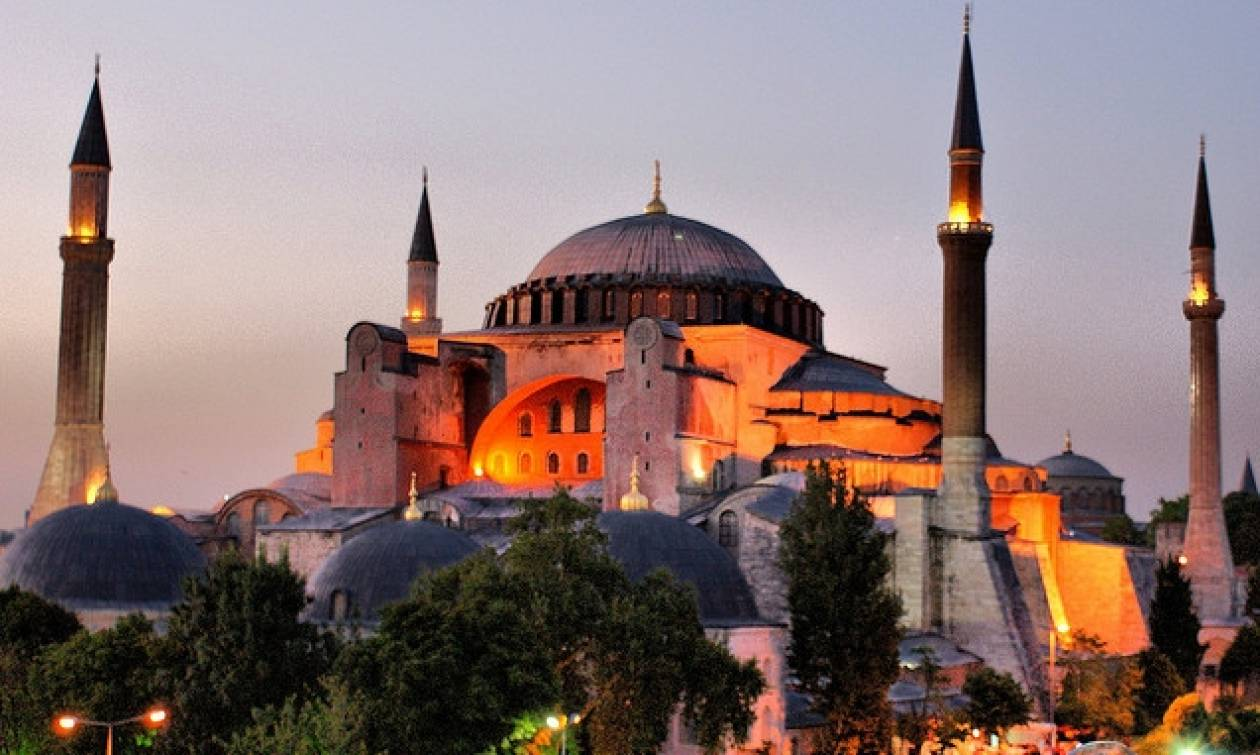 Πρόκληση και ασέβεια: Οι Τούρκοι καλούν μουσουλμάνους για προσευχή στην Αγιά Σοφιά (vid)