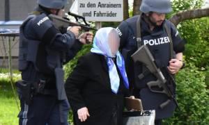 Συναγερμός στην Αυστρία: Ένοπλος κρατά ομήρους σε τράπεζα (Pics)