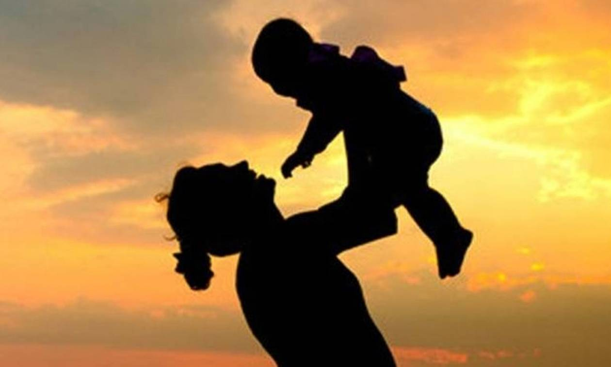 Ημέρα της Μητέρας 2017: Πότε είναι φέτος - Ποια είναι η γυναίκα που καθιέρωσε τη γιορτή