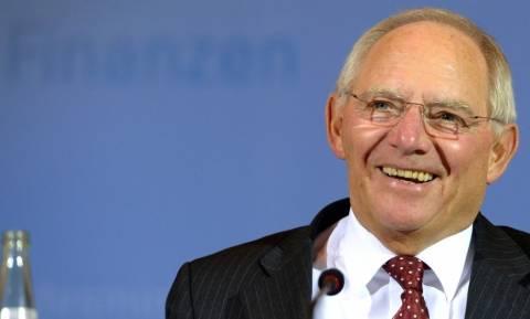 Αισιόδοξος ο Σόιμπλε: Κοντά σε συμφωνία για το ελληνικό χρέος