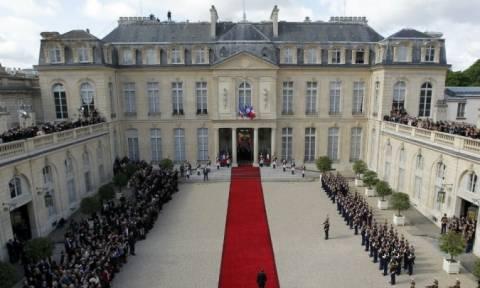 Γαλλία - Παρίσι: Δείτε την τελετή παράδοσης της εξουσίας από τον Ολάντ στον Μακρόν (Vids)