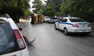 Ανατροπή σχολικού λεωφορείου στα Βριλήσσια (pics)