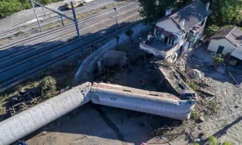 Количество погибших при крушении поезда в Греции выросло до трех