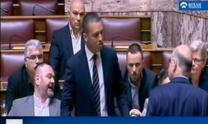 Σκηνοθέτης Βουλής: Γι' αυτό δεν δείξαμε τον τσακωμό Κασιδιάρη - Δένδια