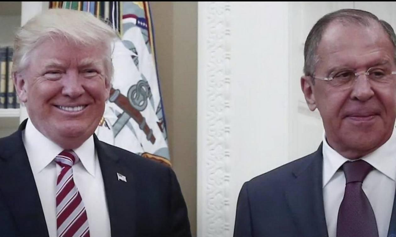 Ο Λευκός Οίκος αρνείται κατηγορηματικά ότι ο Τραμπ αποκάλυψε κρυφές πληροφορίες στον Λαβρόφ