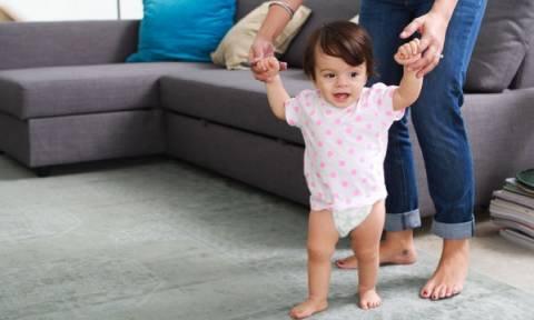 Τέσσερα θέματα που πρέπει να γνωρίζετε όταν το παιδί σας μαθαίνει να περπατά
