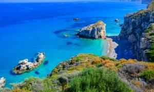 Προσοχή: Αυτές είναι οι 15 παραλίες της Αττικής που πήραν Γαλάζια Σημαία φέτος