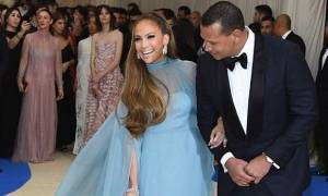 Ας κάνουμε μία υπόκλιση για αυτή την τόσο σέξι και chic εμφάνιση της Jennifer Lopez