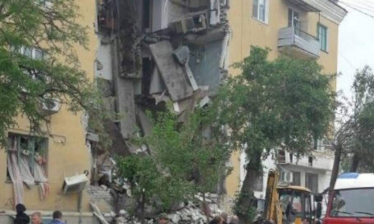 Ρωσία: Τουλάχιστον δύο νεκροί από έκρηξη σε πολυκατοικία (pics+vid)