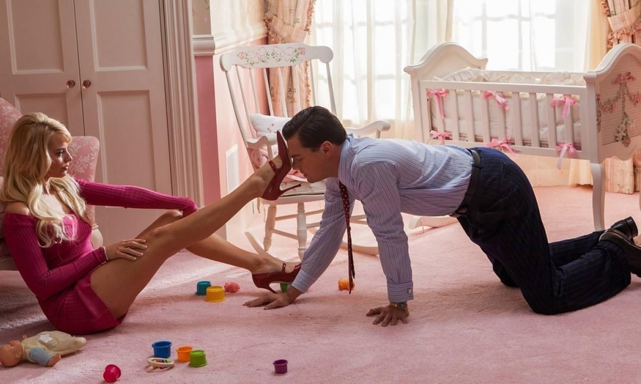 Σεξ: Γιατί οι άνδρες «ανάβουν» με τα μακριά γυναικεία πόδια;
