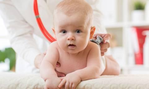 Υδροκήλη: Πώς θα καταλάβετε αν έχει ο γιος σας, πότε χρειάζεται χειρουργείο