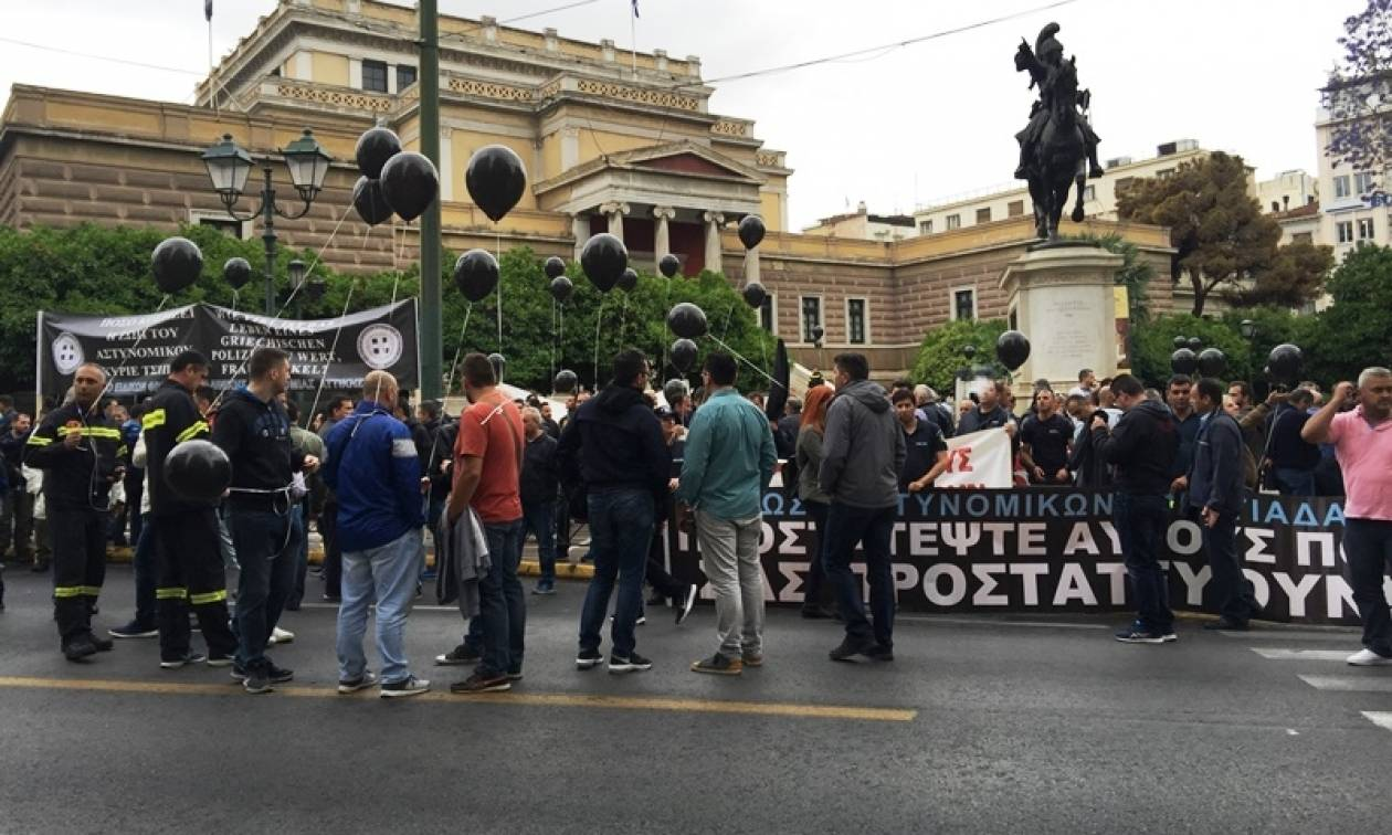 Απεργία: Στους δρόμους οι ένστολοι - Επιχείρησαν να μπουν στην Βουλή (pics+vids)