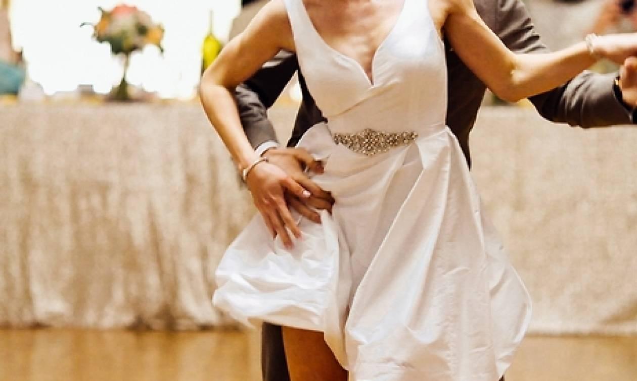 Ο πρώτος τους χορός μετά το γάμο, έμεινε σε όλους αξέχαστος, όπως θα μείνει και σ' εσάς (video)