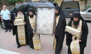 Στο Βύρωνα η θαυματουργή εικόνα της Θεοτόκου και τα Ιερά Σεβάσματα (pics)