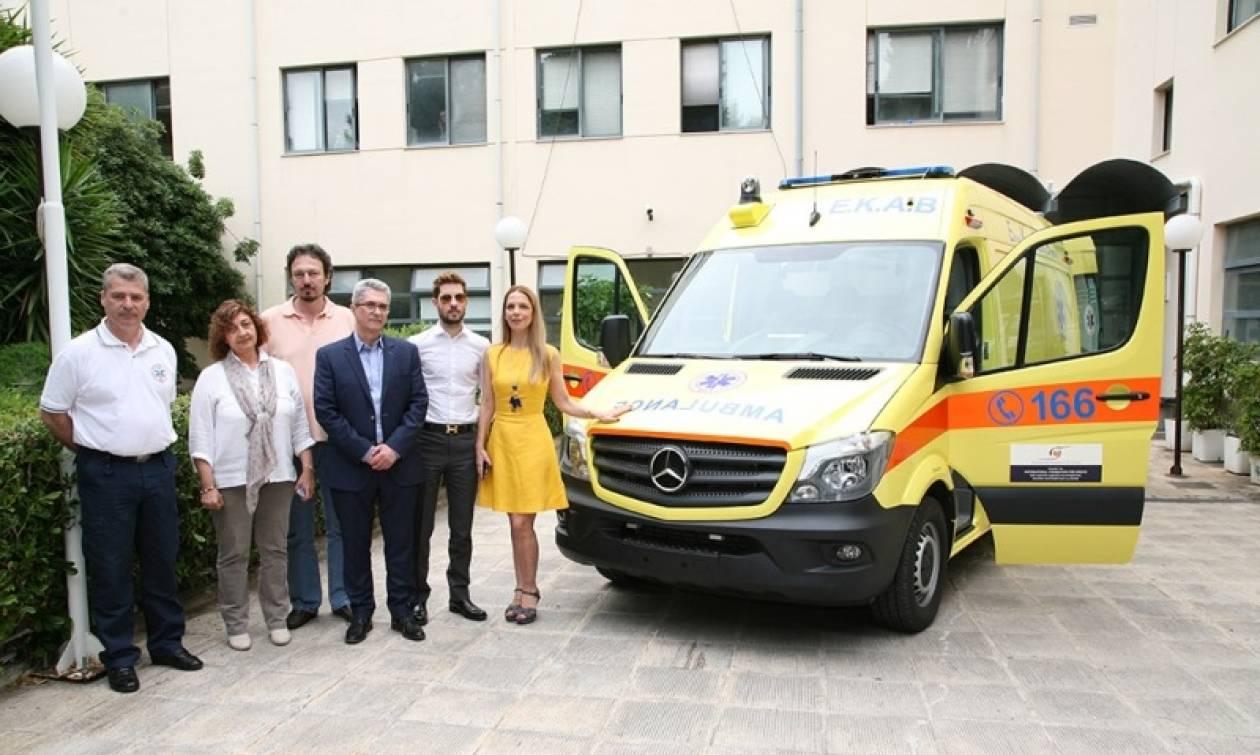 Δωρεά πλήρως εξοπλισμένου ασθενοφόρου στο ΕΚΑΒ