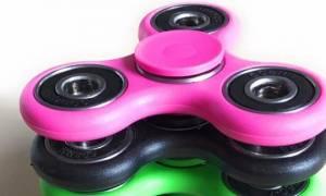 Fidget Spinner: Το νέο παιχνίδι που έχει ξετρελάνει τα παιδιά, εγκυμονεί κινδύνους;