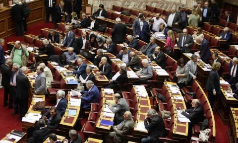 Βουλή: Ψηφίζεται το τέταρτο μνημόνιο που αλλάζει τη ζωή των Ελλήνων