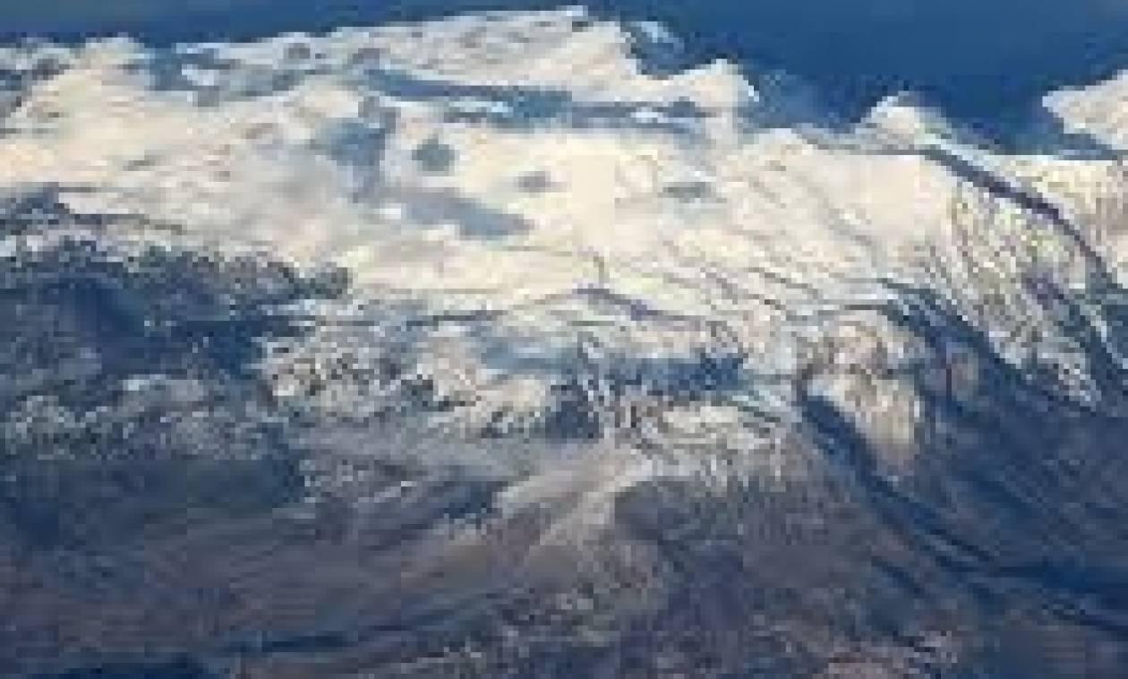 Καιρός: Χιονοθύελλα με 12 μποφόρ στον Παρνασσό και το βουνό στα άσπρα (photo)