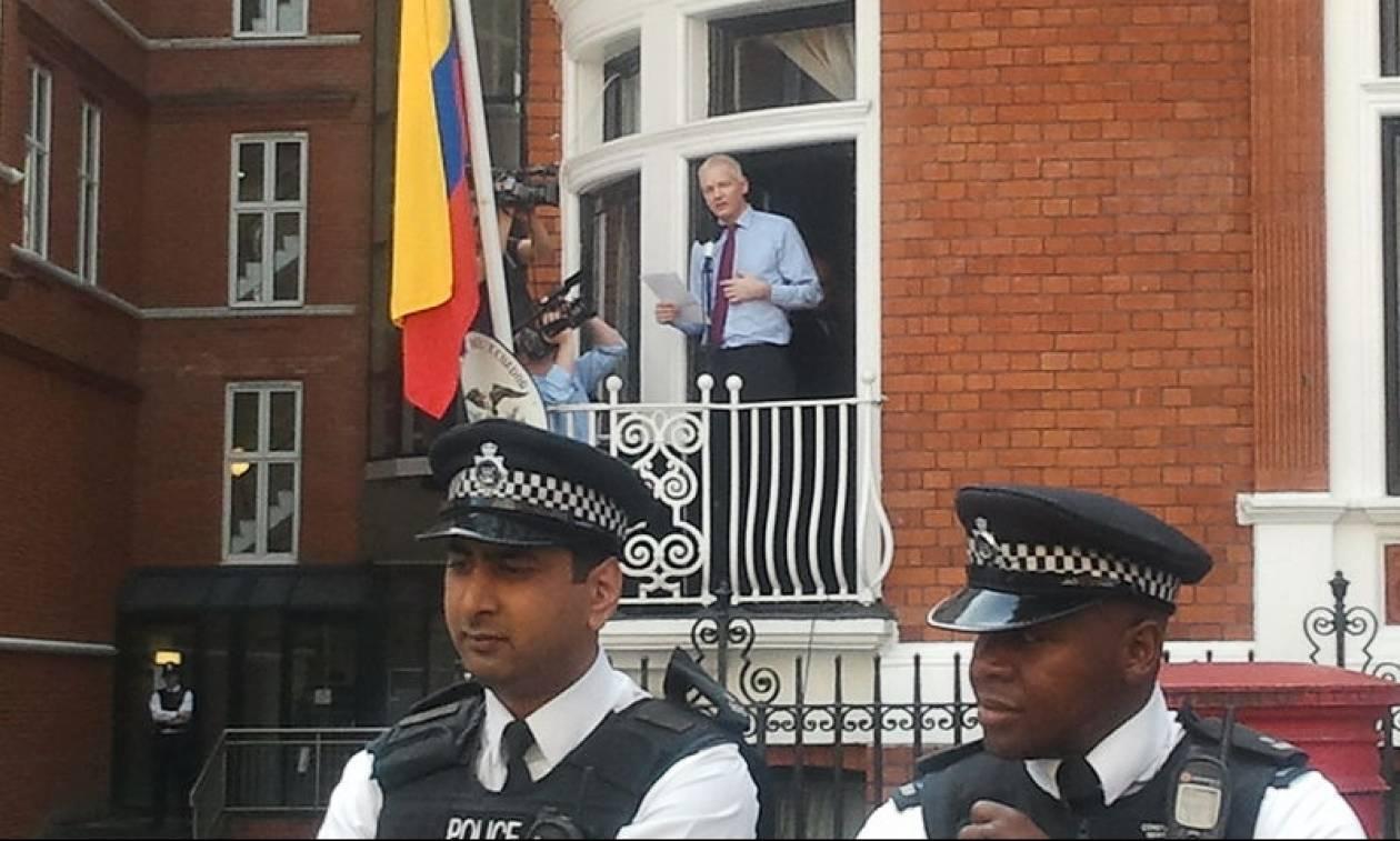 Ραγδαίες εξελίξεις: Ελεύθερος ο Τζούλιαν Ασάνζ των Wikileaks