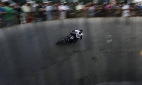 Μοιραίος «γύρος θανάτου» στην Ινδία (vid)
