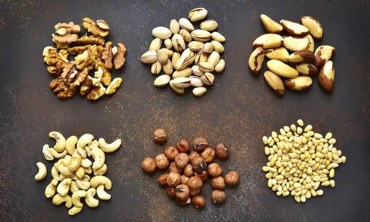 Καρκίνος παχέος εντέρου: Πόσο μειώνουν τον κίνδυνο υποτροπής και θανάτου οι ξηροί καρποί