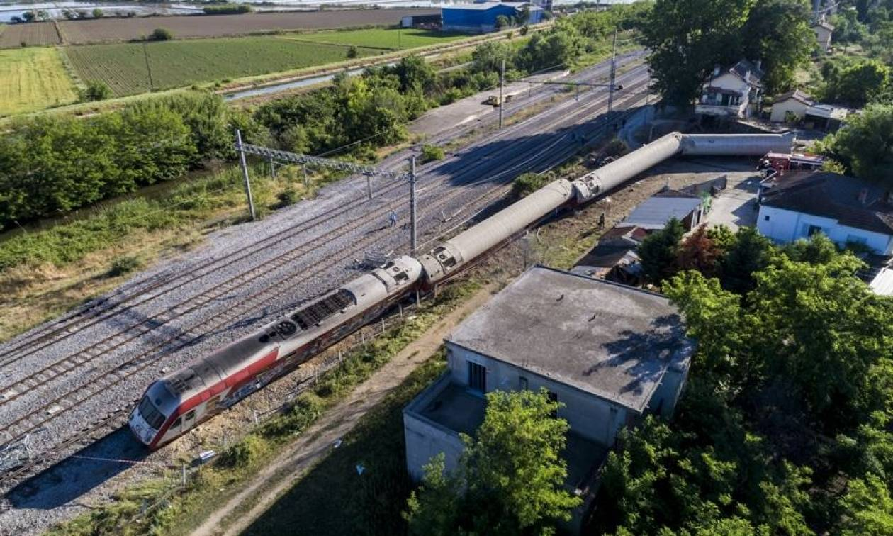 Εκτροχιασμός τρένου Θεσσαλονίκη: Γιατί δεν πάτησε φρένο ο μηχανοδηγός;