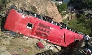 Μεξικό: 12 νεκροί από την πτώση λεωφορείου σε χαράδρα