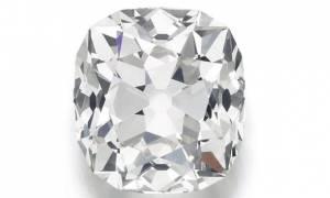 Αγόρασε «ψεύτικο» διαμαντένιο δαχτυλίδι για 10 λίρες και κοστίζει... 400.000 ευρώ!