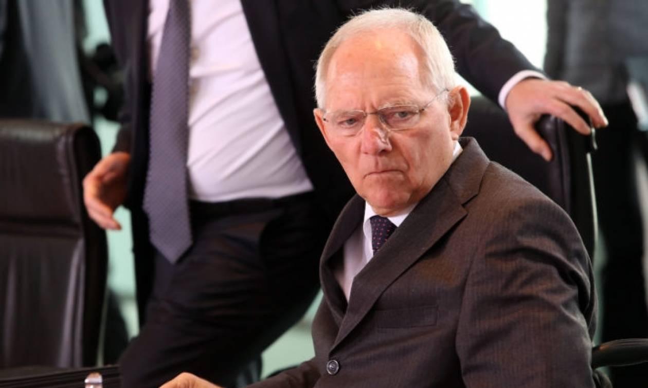 Die Welt «αδειάζει» Σόιμπλε: Μόνο αυτός δεν θέλει ελάφρυνση του ελληνικού χρέους