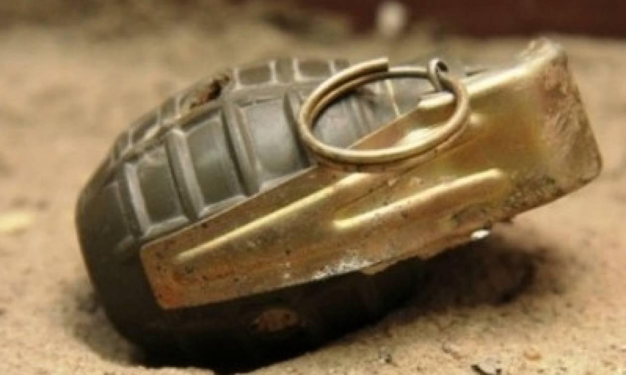 Τρόμος στη Λάρισα: Πέταξαν χειροβομβίδα σε αυλή σπιτιού! (pics)