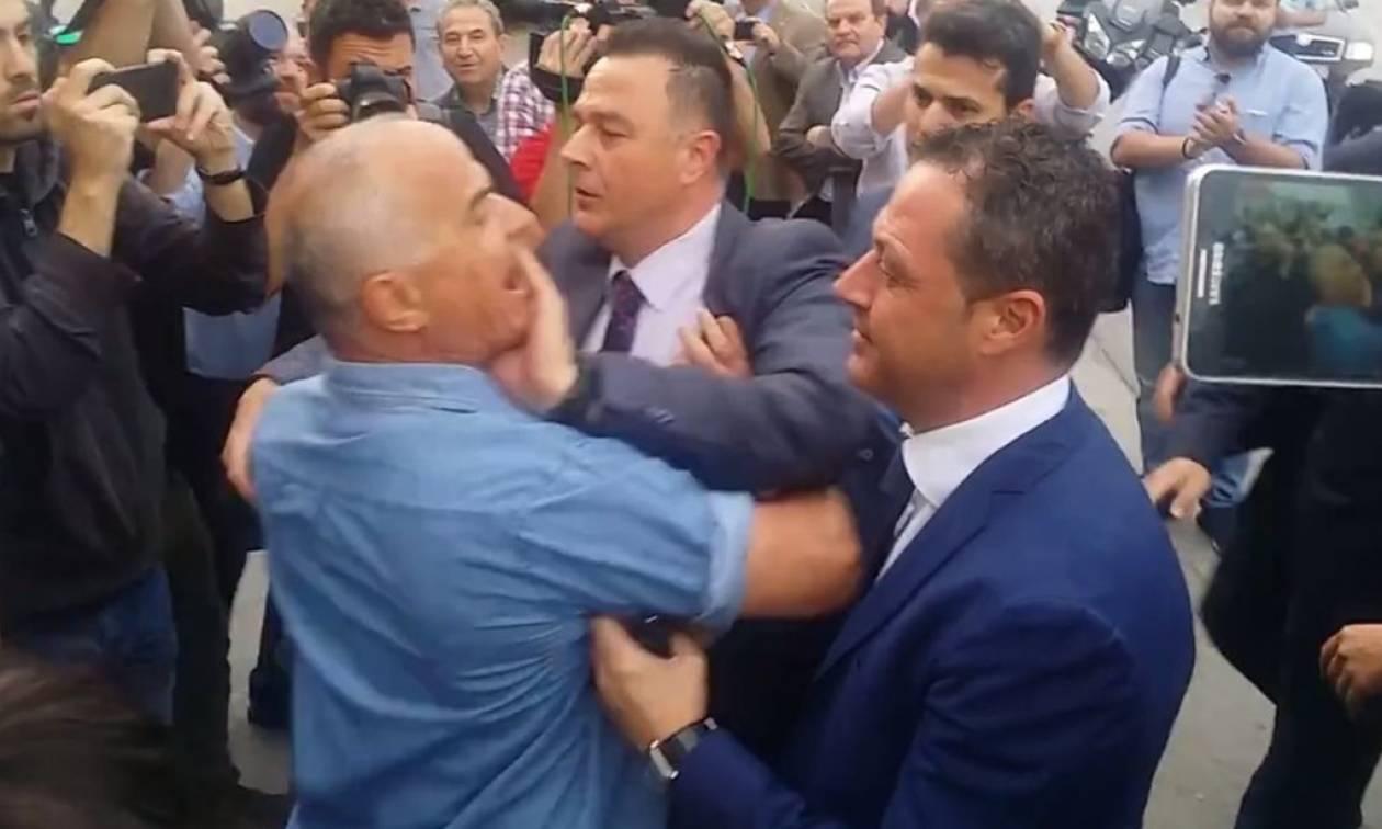 Ένταση στη Θεσσαλονίκη: Οπαδοί του ΠΑΟΚ αποδοκίμασαν τον πρόεδρο της ΝΔ