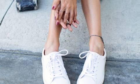 Πώς θα καθαρίσεις τα λευκά σου sneakers και θα τα κάνεις πάλι σαν καινούργια!