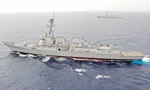 Πολεμικό πλοίο των ΗΠΑ προκαλεί την Κίνα στη Νότια Σινική Θάλασσα