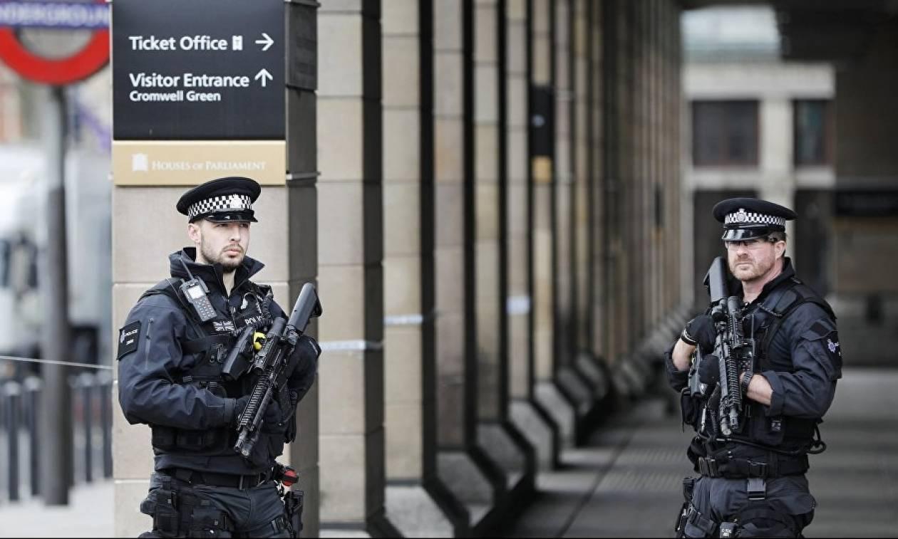 Συναγερμός στο Λονδίνο: Έκτακτη συνεδρίαση υπό την Τερέζα Μέι